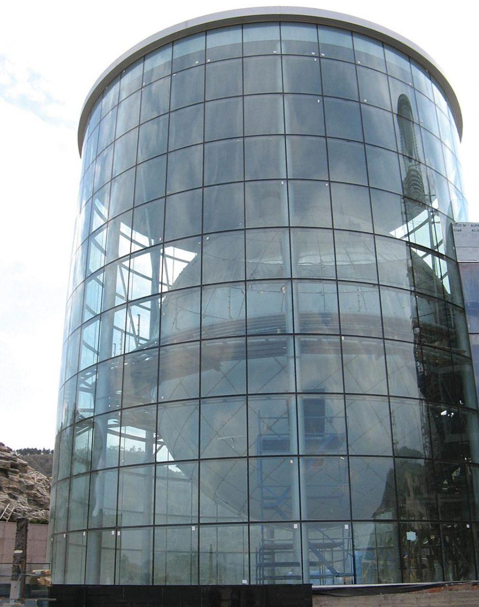 Tấm polycarbonate đặc ruột dùng thay thế kính cho công trình xây dựng
