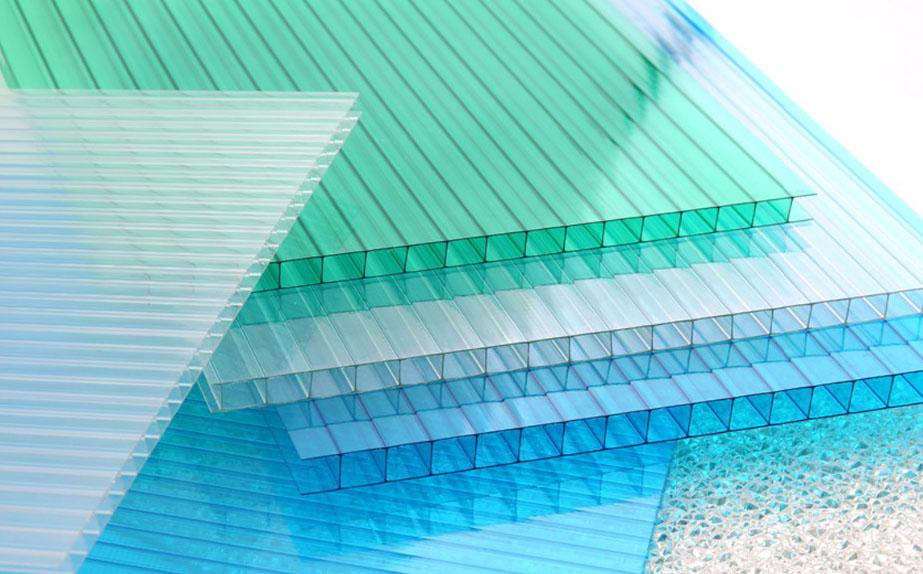 Có nên dùng tấm nhựa polycarbonate lợp mái làm nhà kính?
