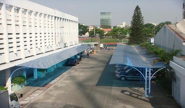 Tấm lợp xuyên sáng cho mái nhà để xe công nghiệp