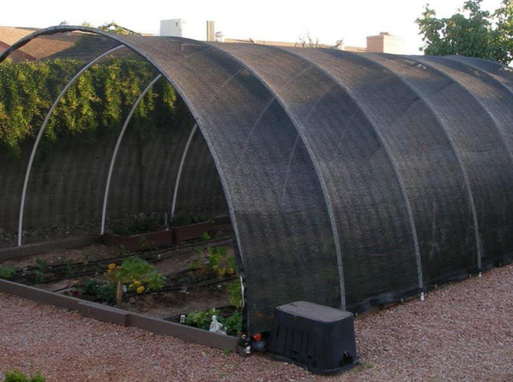 nhà trồng rau sạch, trồng hoa lan phủ lưới chắn ngăn nắng mưa