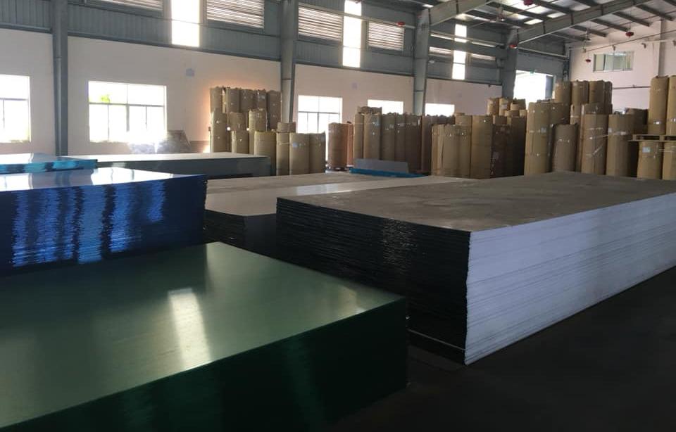 tổng kho cung cấp tấm nhựa lợp mái nhà kính lấy sáng polycarbonate